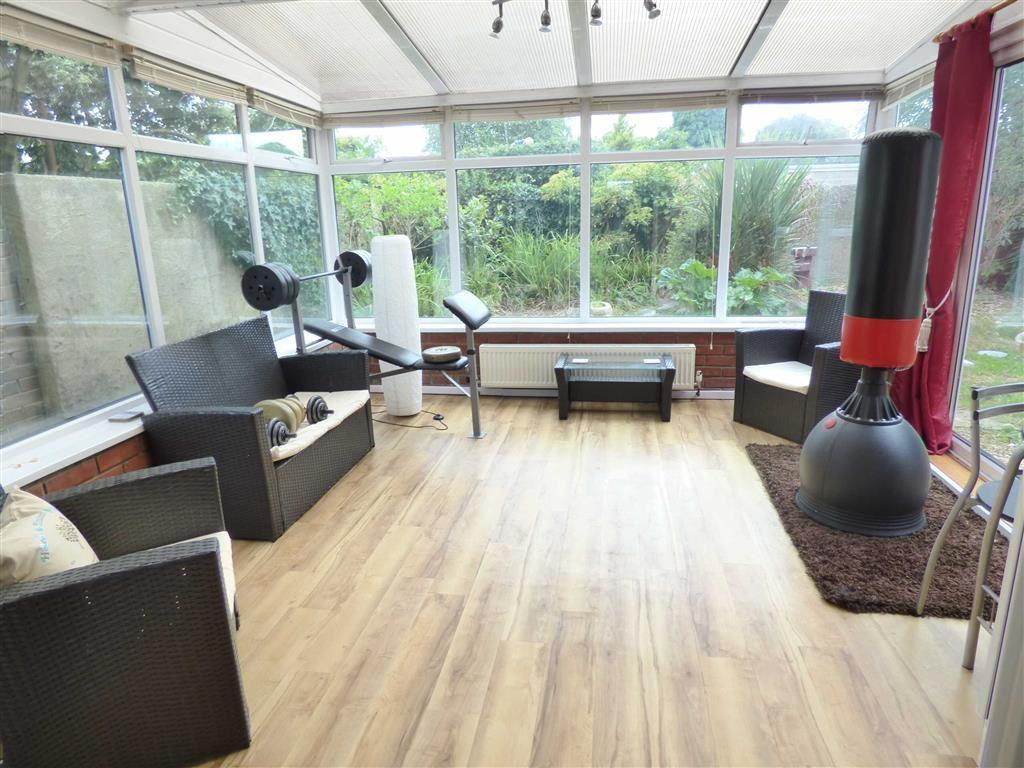 4 Bedrooms Detached House for sale in Hadow Road, ENSBURY PARK, Bournemouth, Dorset, BH10