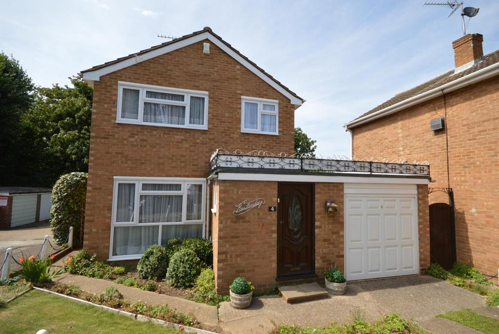 3 Bedrooms Detached House for sale in Brendans Close, Hornchurch, Essex, RM11