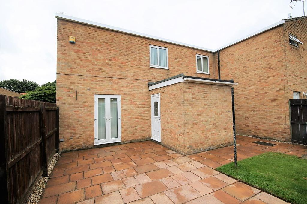 3 Bedrooms End Of Terrace House for sale in Woodford Walk, Thornaby, Stockton-On-Tees