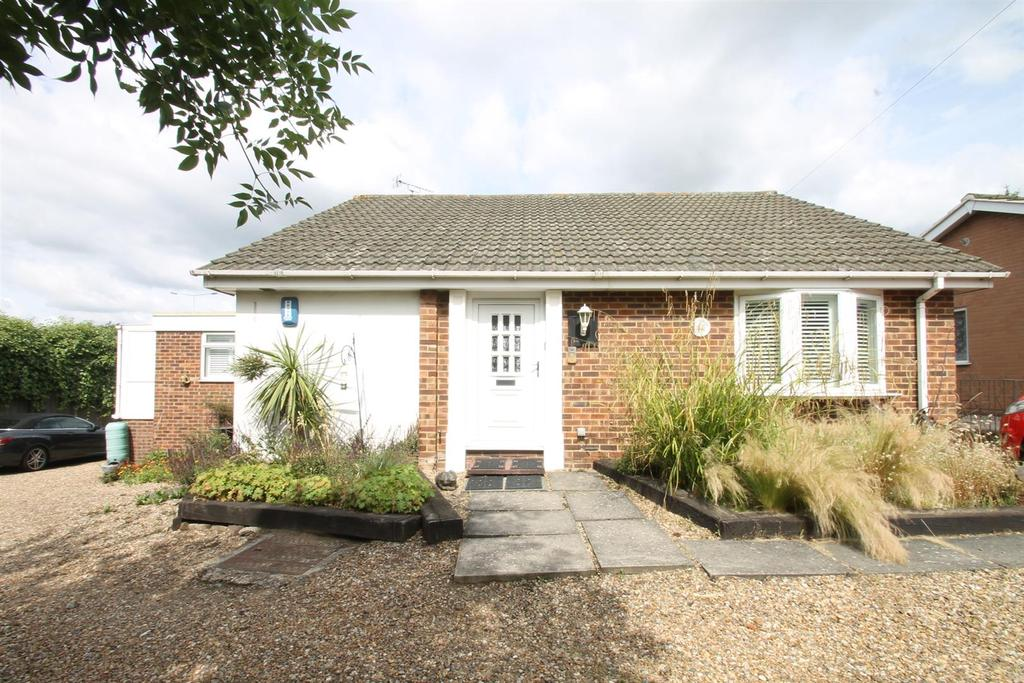 4 Bedrooms Bungalow for sale in Harbourland Close, Maidstone