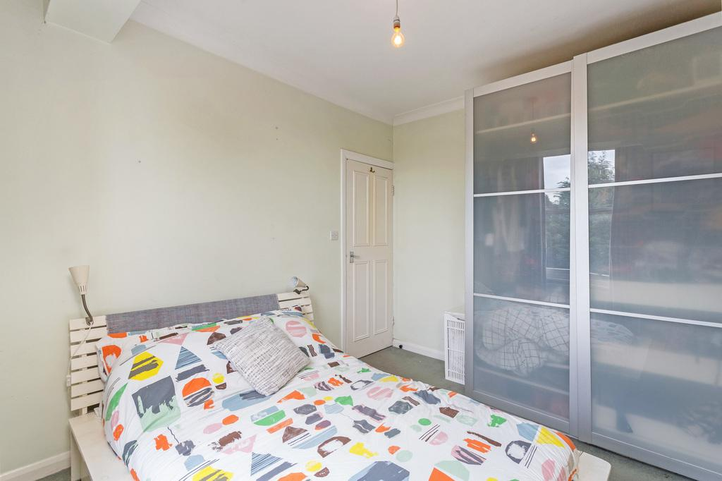 2 Bedrooms Flat for sale in New Malden- MOTSPUR PARK
