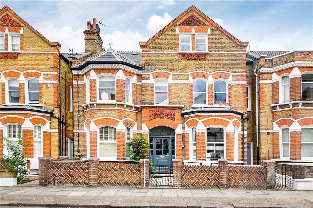 2 Bedrooms Flat for sale in Lavender Gardens, Battersea, SW11