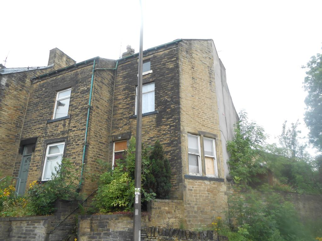 2 Bedrooms Terraced House for sale in Cemetery Road BD7
