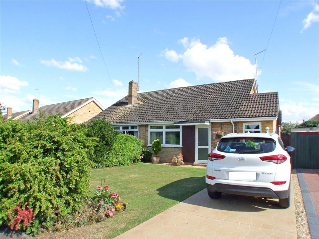2 Bedrooms Semi Detached Bungalow for sale in Lady Margarets Avenue, Market Deeping, Peterborough, PE6