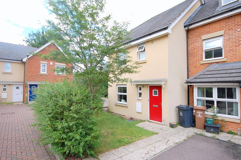 3 Bedrooms Town House for sale in Carisbrooke Close, Stevenage