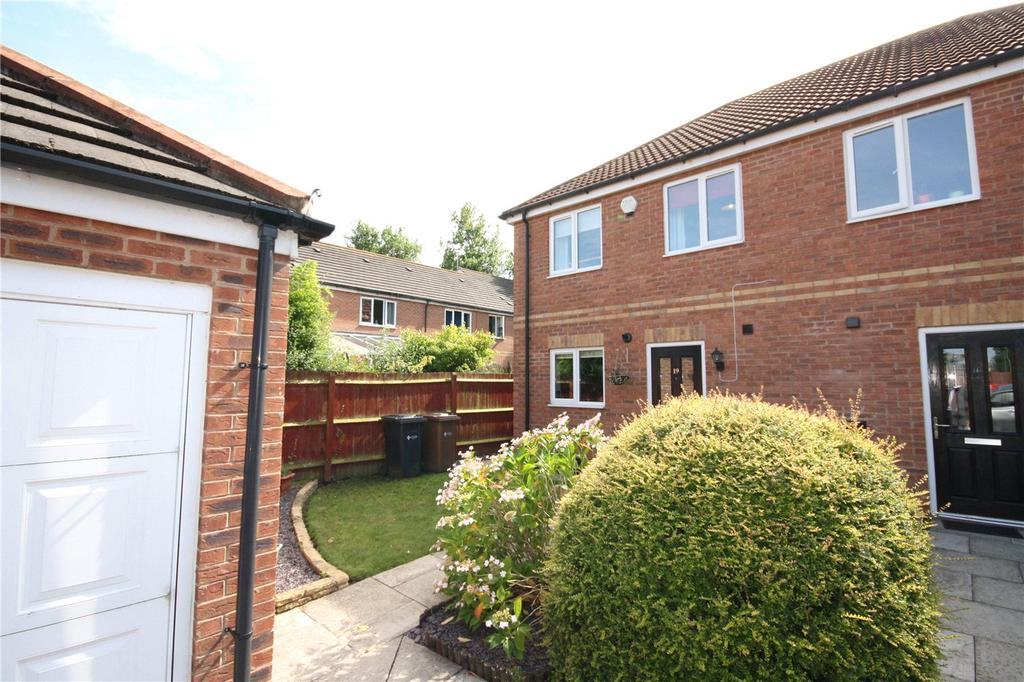 3 Bedrooms Semi Detached House for sale in Limeberry Place, Lincoln, Lincolnshire, LN6