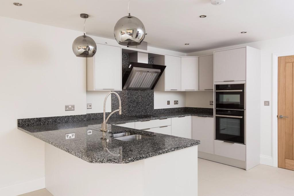 3 Bedrooms Detached House for sale in South Lane, Haxby, York