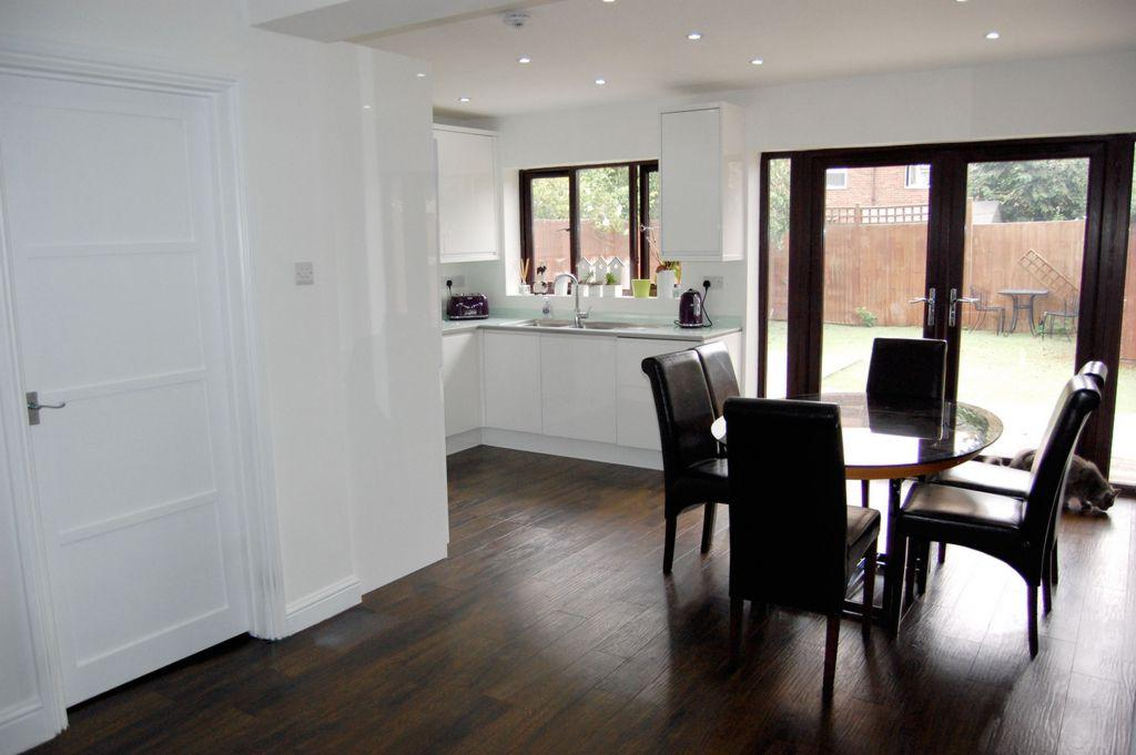 4 Bedrooms End Of Terrace House for sale in Mowbrey Gardens, Loughton, IG10