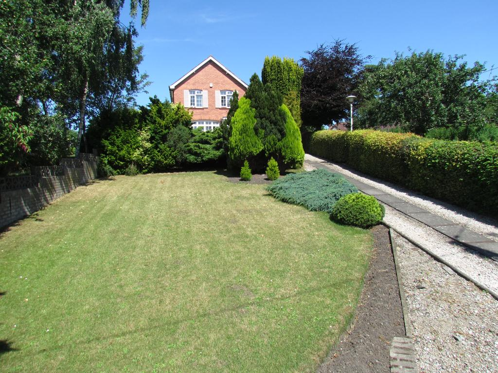 2 Bedrooms Detached House for sale in Top Street, Whittington, Oswestry SY11