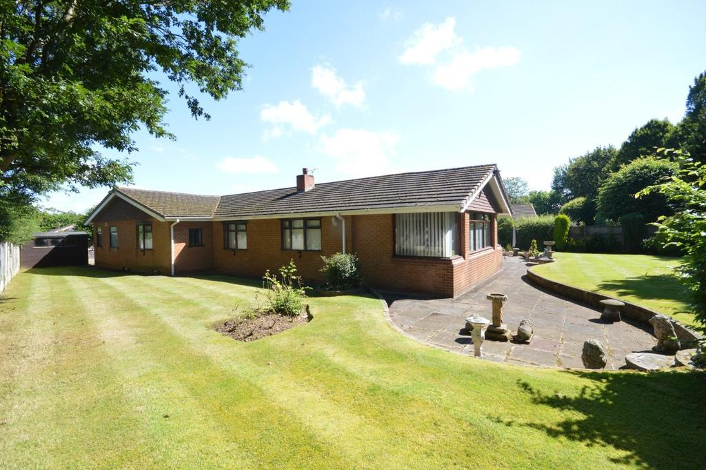 3 Bedrooms Detached Bungalow for sale in Eversley Close, Appleton, Warrington
