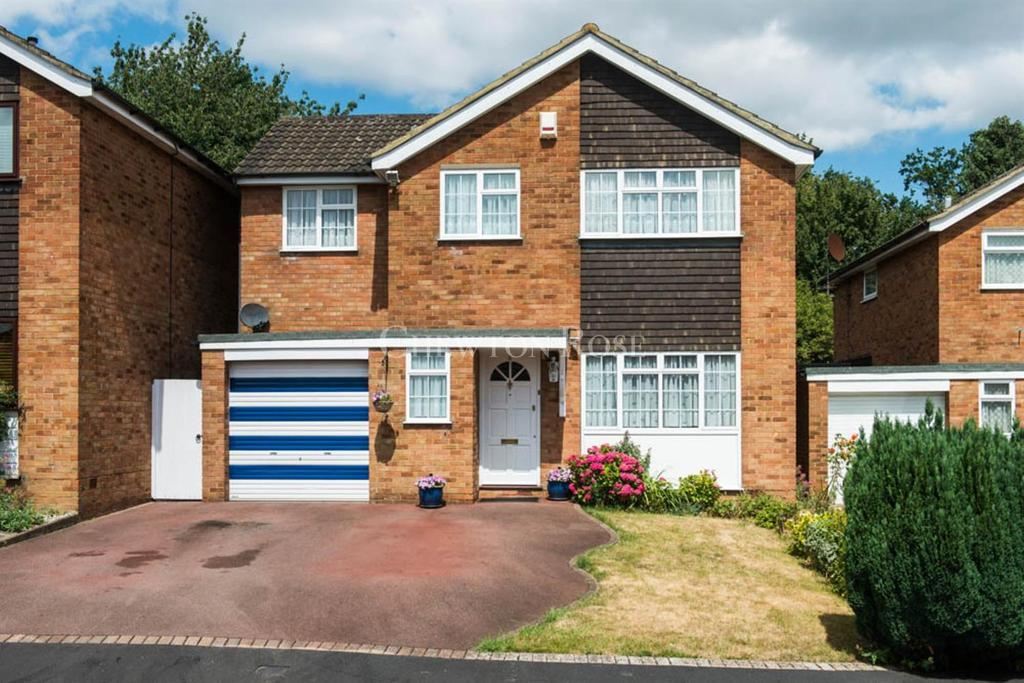 4 Bedrooms Detached House for sale in Maple Cross, Rickmansworth