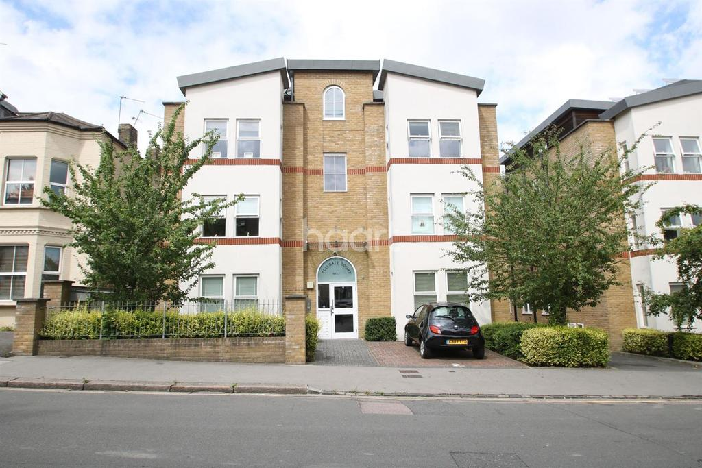 2 Bedrooms Flat for sale in Tollgate Court, Moreton Road, South Croydon, CR2
