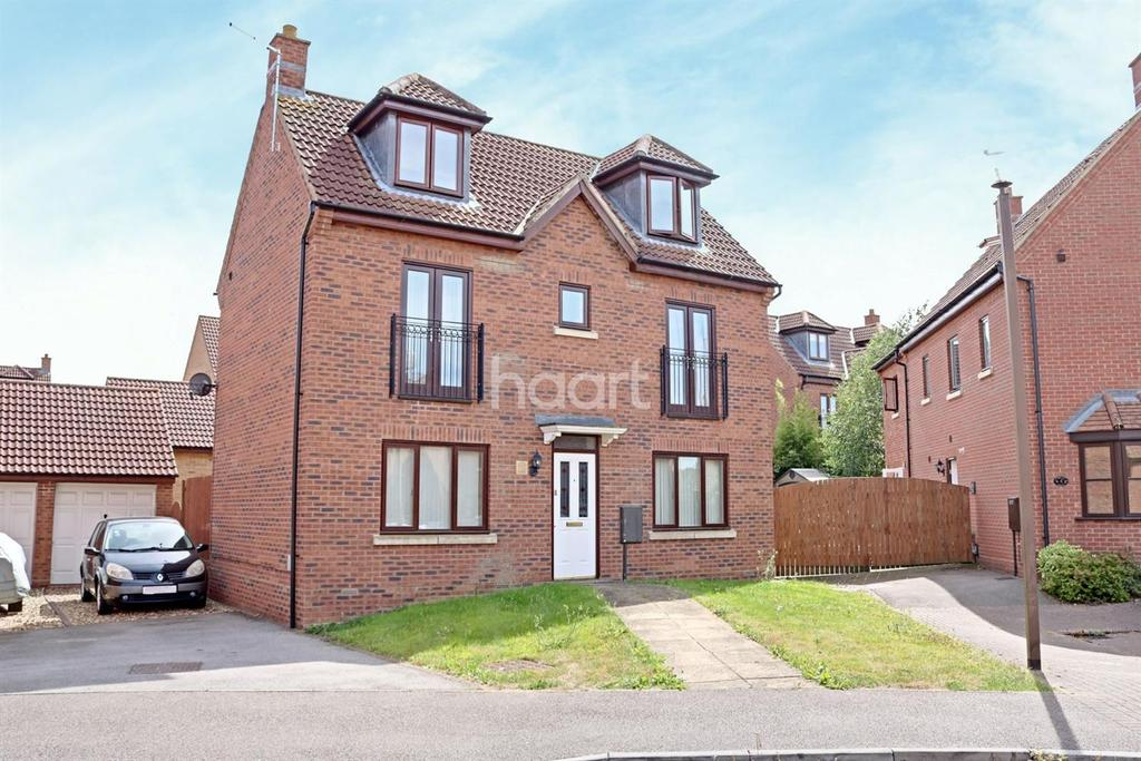 4 Bedrooms Detached House for sale in Westcroft