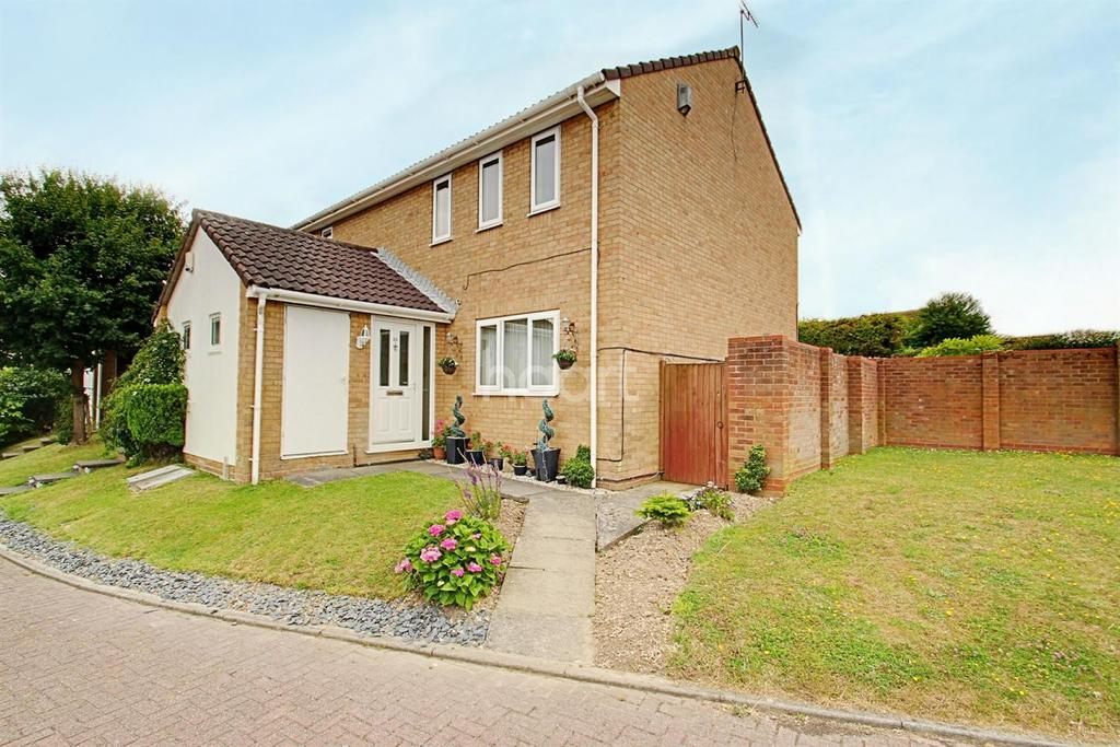 3 Bedrooms Semi Detached House for sale in Alkham Close, Margate, CT9
