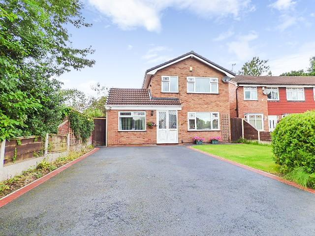 4 Bedrooms Detached House for sale in Patterson Close, Birchwood, Warrington