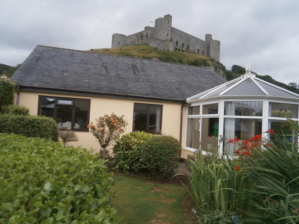 3 Bedrooms Detached Bungalow for sale in Castell Morfa, Harlech LL46
