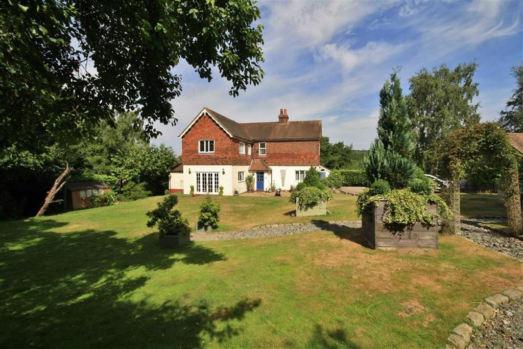 4 Bedrooms Detached House for sale in St Mary's Platt, Kent