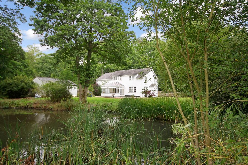 4 Bedrooms Detached House for sale in Racecourse Road, Oswestry