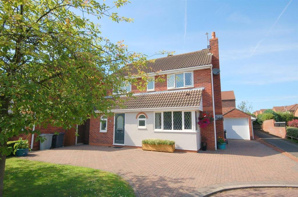 4 Bedrooms Detached House for sale in Swettenham Close, Alsager