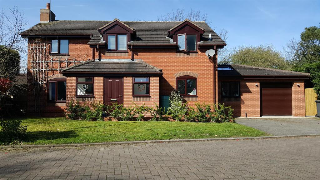 4 Bedrooms Detached House for sale in Dalton Court, Sandbach