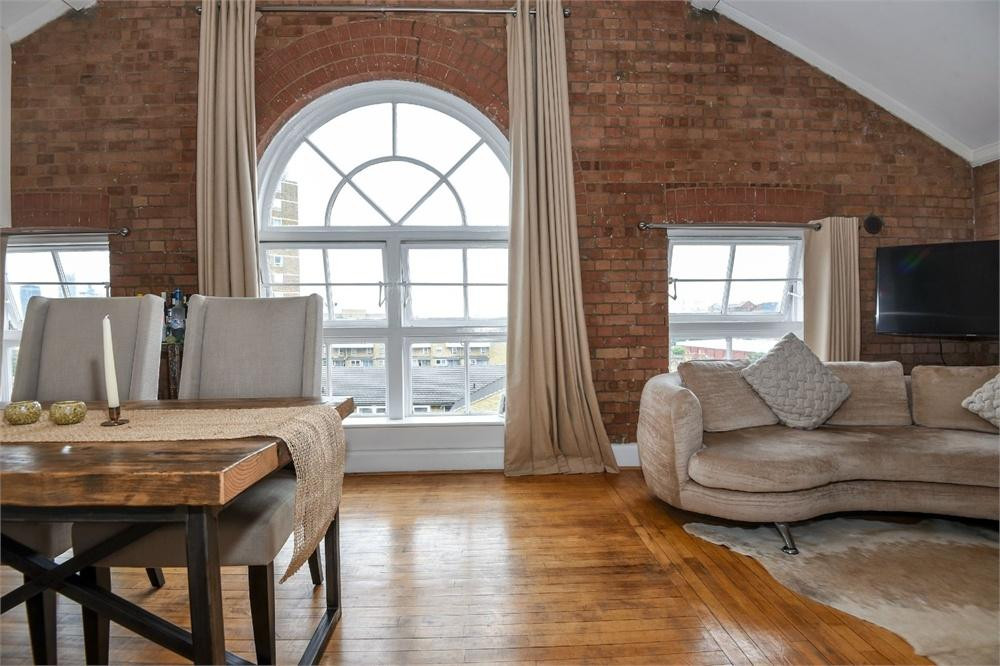 2 Bedrooms Flat for sale in The School House, Pages Walk, LONDON, SE1