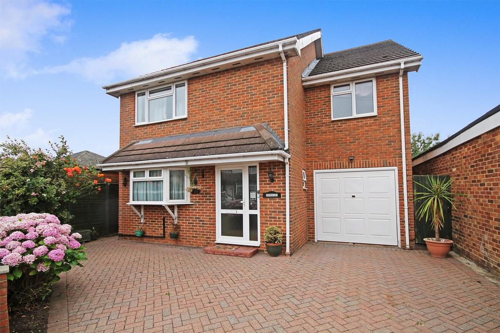 4 Bedrooms Detached House for sale in Tudor Road, Ashford, Surrey