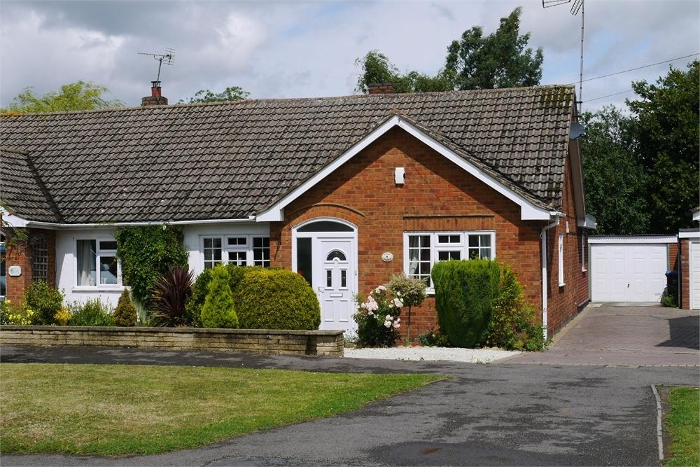 4 Bedrooms Semi Detached Bungalow for sale in Avery Close, Lutterworth, Leicestershire