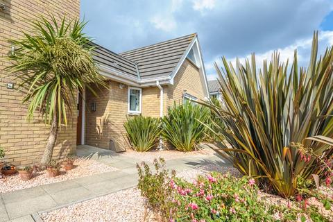2 bedroom flat for sale - Layton Road, Parkstone, Poole