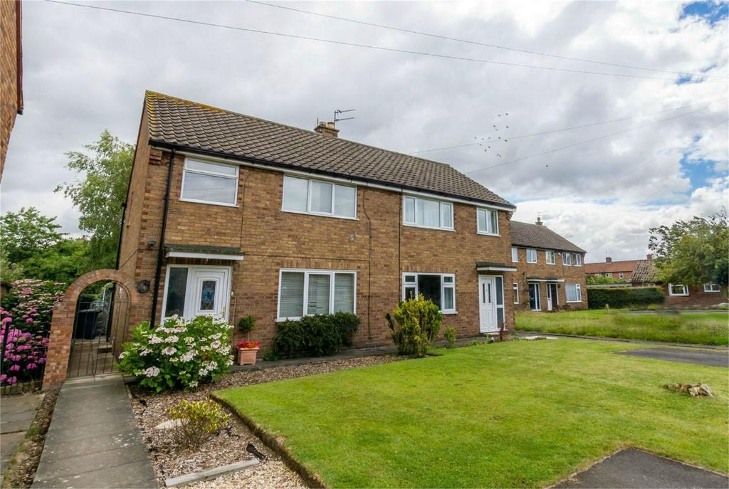 3 Bedrooms Semi Detached House for sale in Horseman Close, Copmanthorpe, York