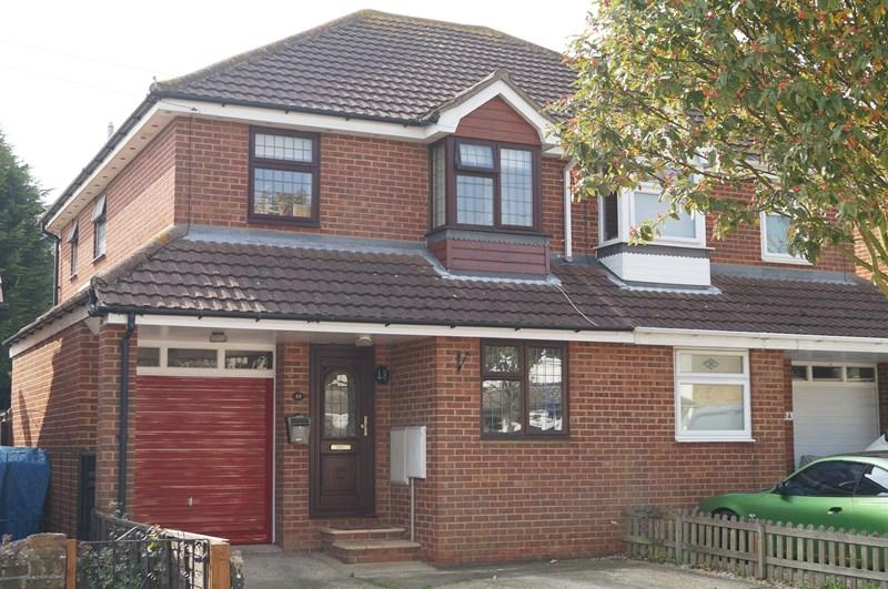 3 Bedrooms Semi Detached House for sale in Leighwood Avenue, Leigh-On-Sea