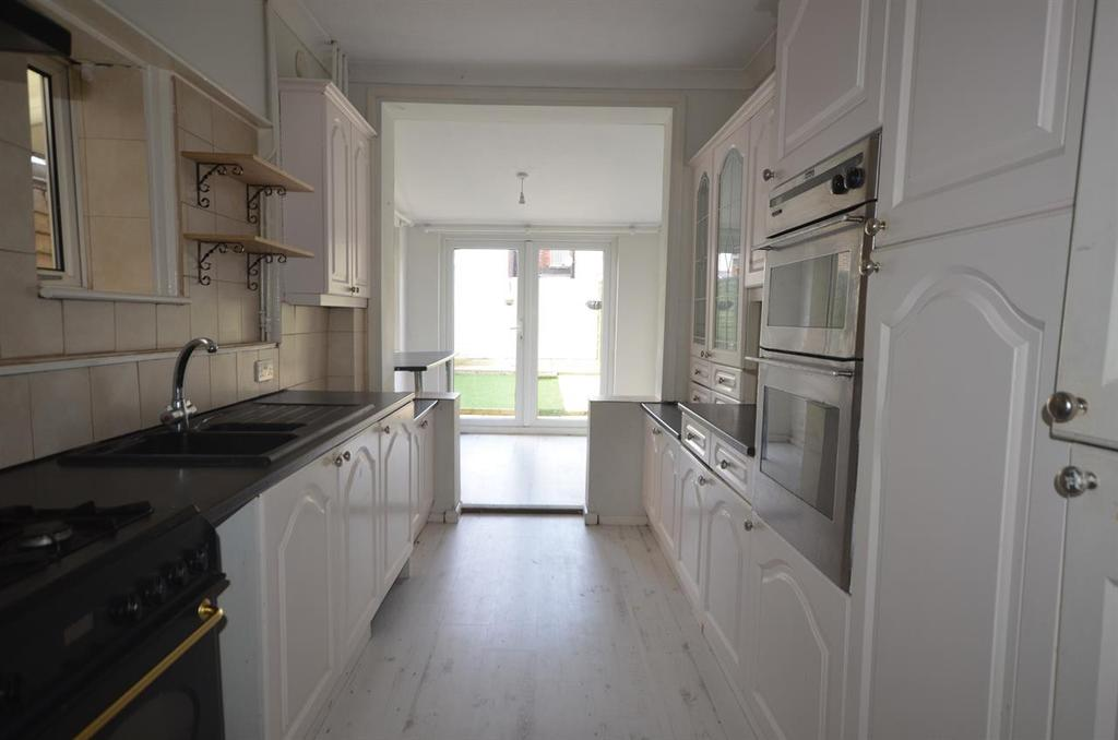3 Bedrooms Terraced House for sale in Bosham Road, Copnor, Portsmouth