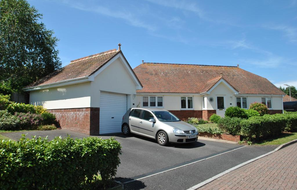 3 Bedrooms Bungalow for sale in Whitegate Gardens, Minehead