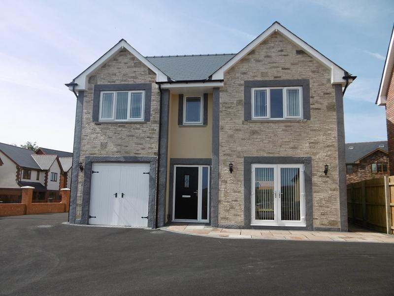 4 Bedrooms Detached House for sale in Maes Morgan , Nantybwch, Tredegar, Blaenau Gwent.
