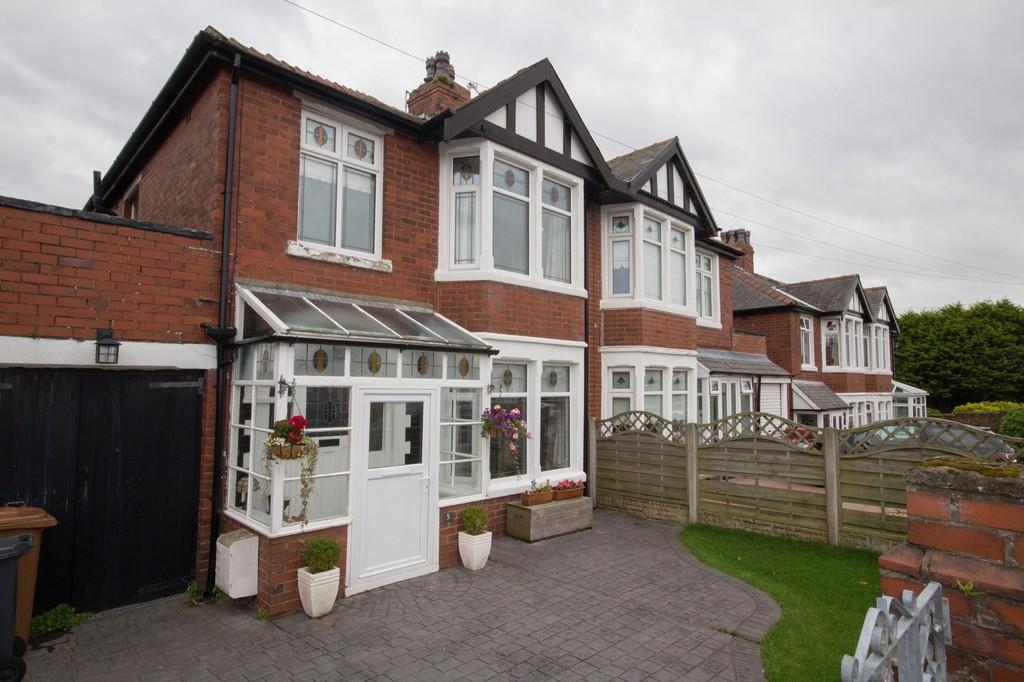3 Bedrooms Semi Detached House for sale in 5 Summit Avenue, Barrow