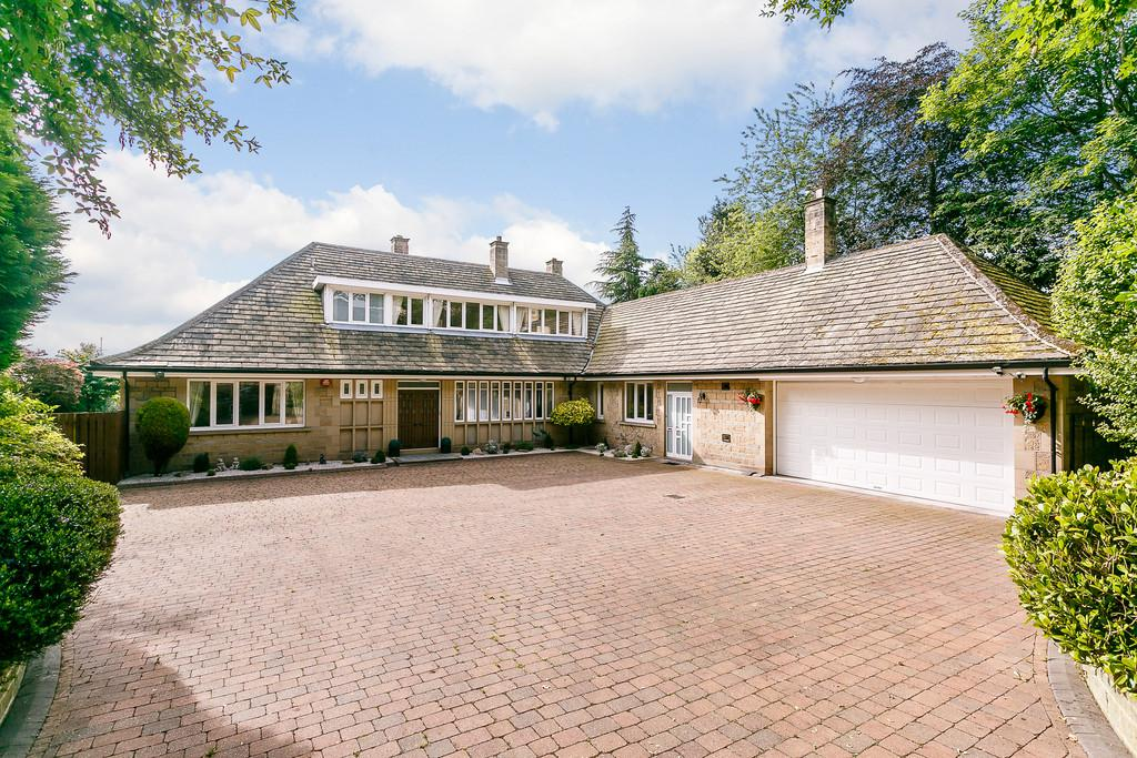 5 Bedrooms Detached House for sale in Fenay Lane, Almondbury