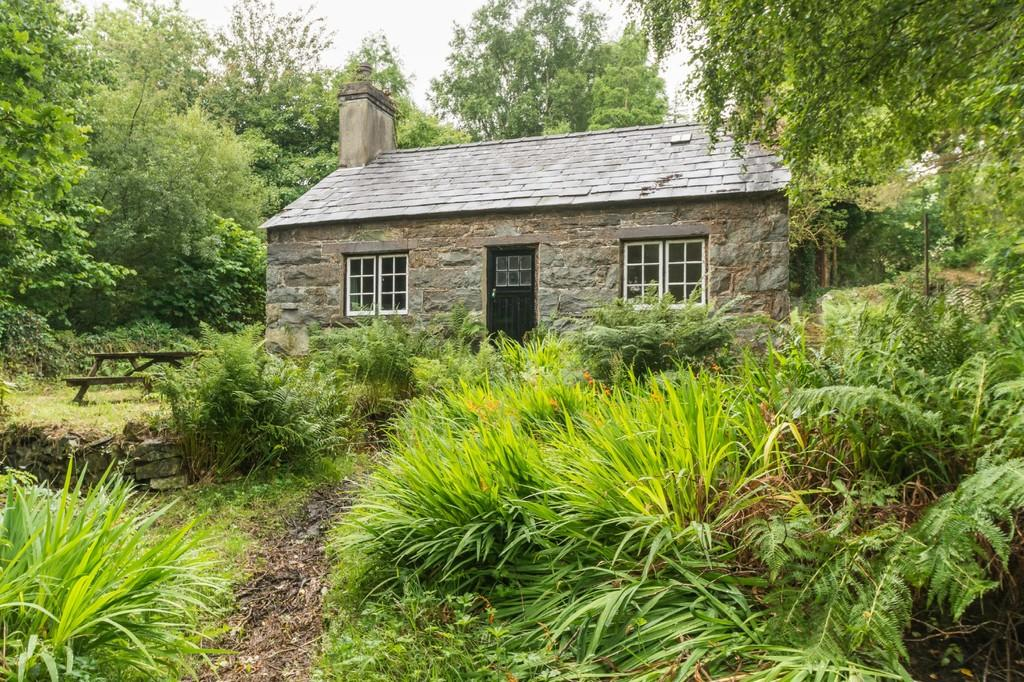2 Bedrooms Cottage House for sale in Tregarth, Bangor, North Wales