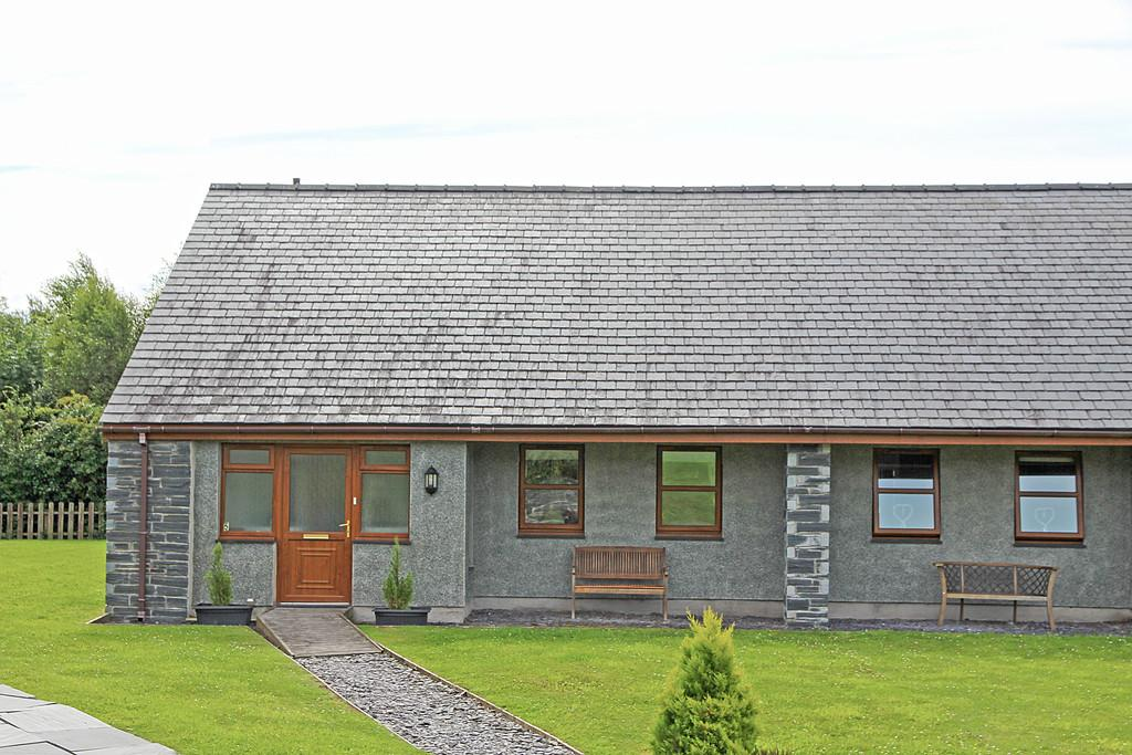 2 Bedrooms Terraced Bungalow for sale in Eurach Park, Llanddaniel, North Wales