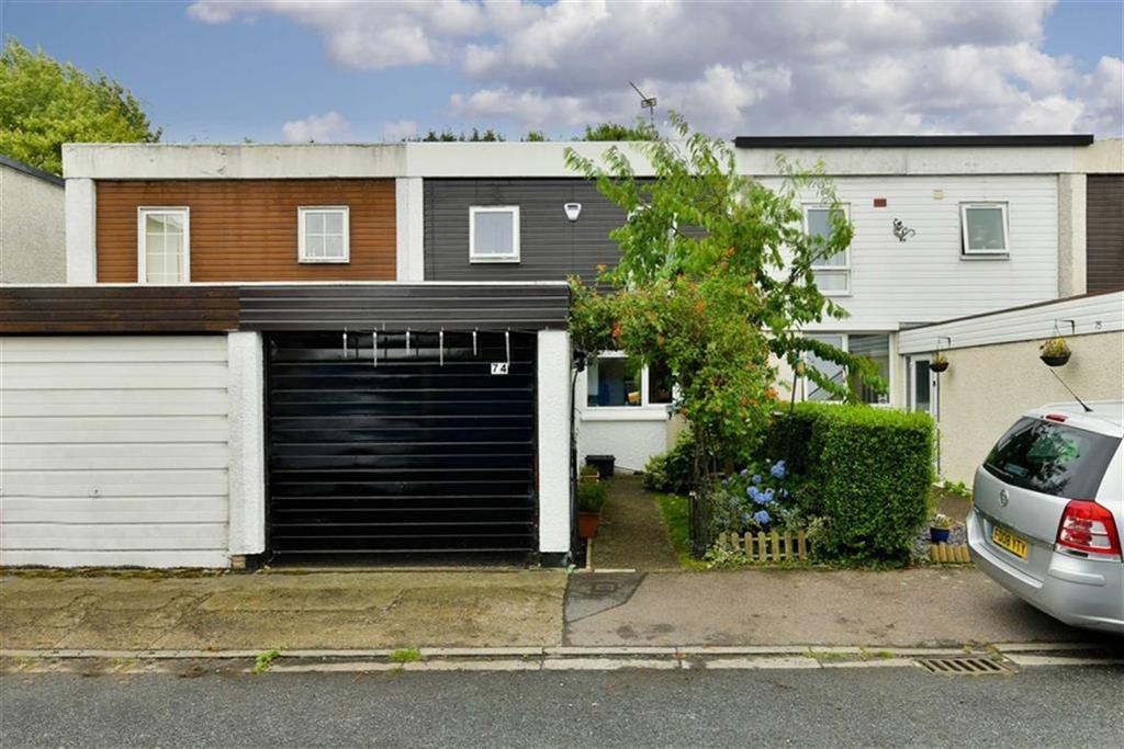 3 Bedrooms Terraced House for sale in Fleetwood Close, Tadworth, Surrey