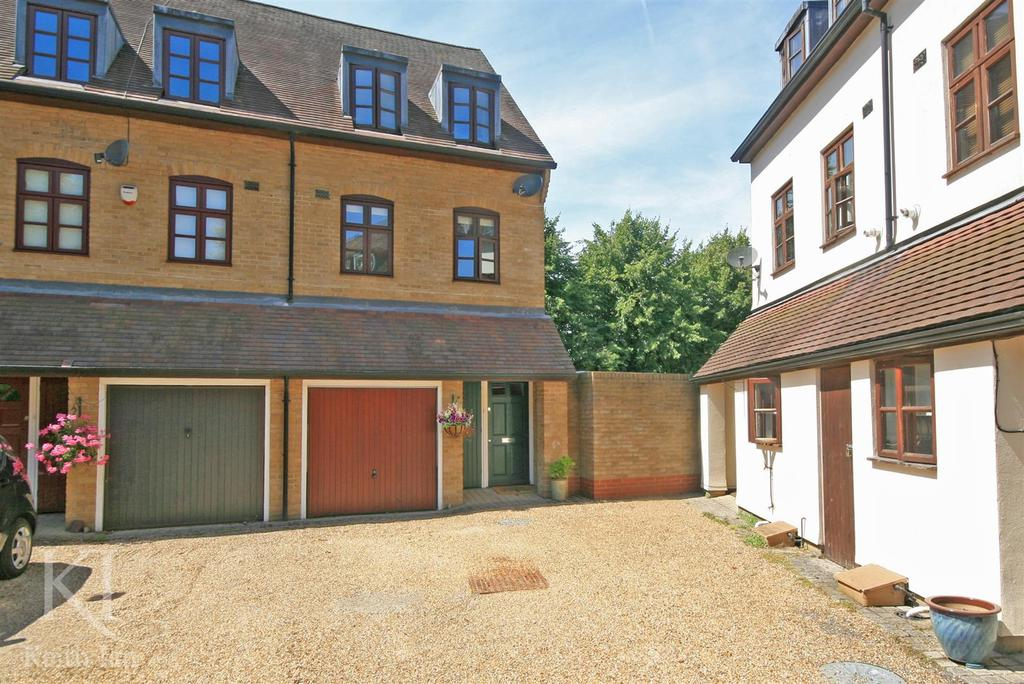 3 Bedrooms End Of Terrace House for sale in Tudor Walk, Church Street
