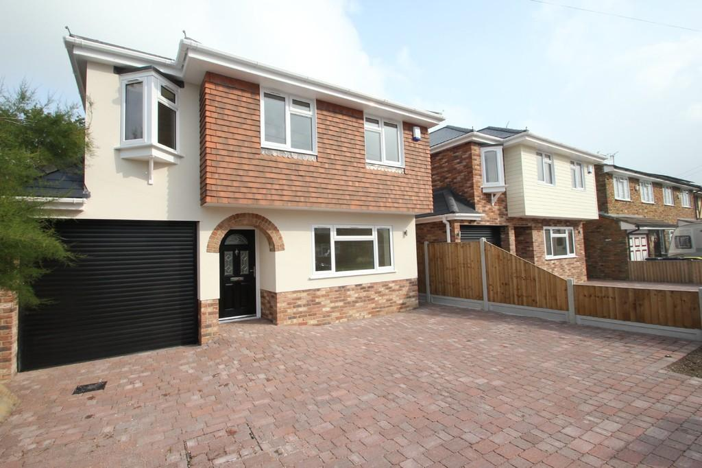 4 Bedrooms Detached House for sale in Waxwell Road, Hullbridge