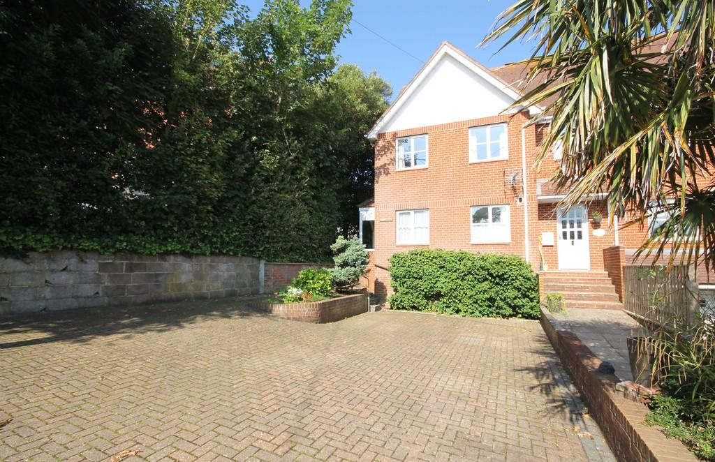 3 Bedrooms End Of Terrace House for sale in Totland Bay, Isle of Wight