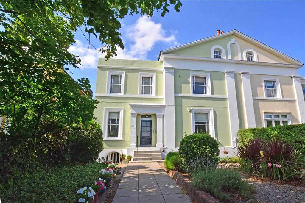 2 Bedrooms Flat for sale in Shooters Hill Road, Blackheath, London, SE3