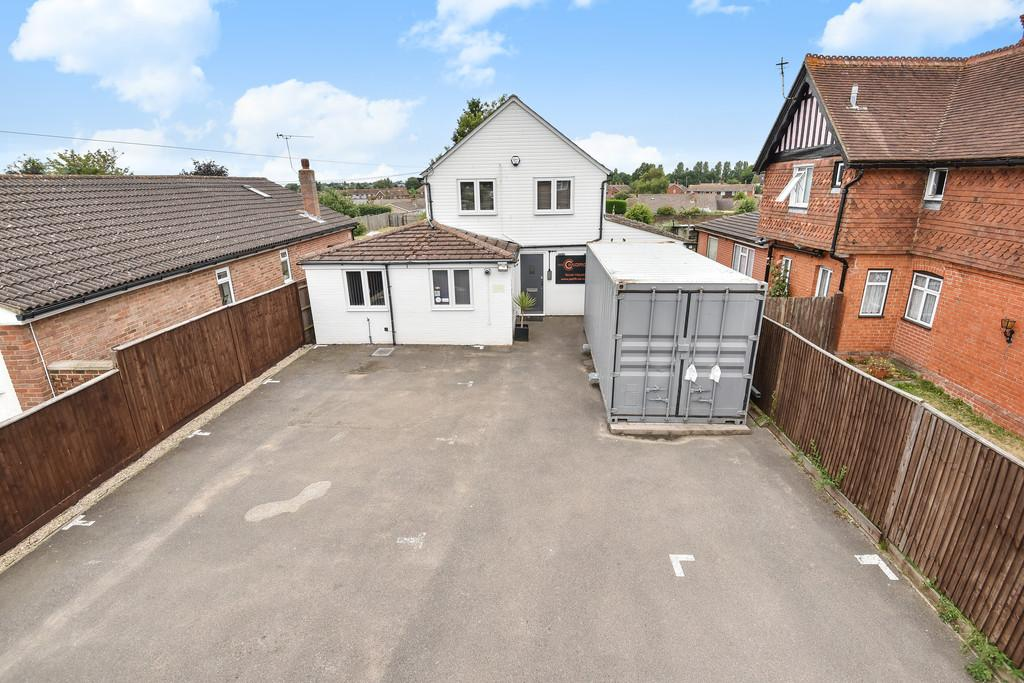 3 Bedrooms Detached House for sale in Leeds Road, Langley