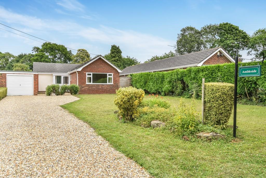 3 Bedrooms Detached Bungalow for sale in Ulcombe Road, Langley