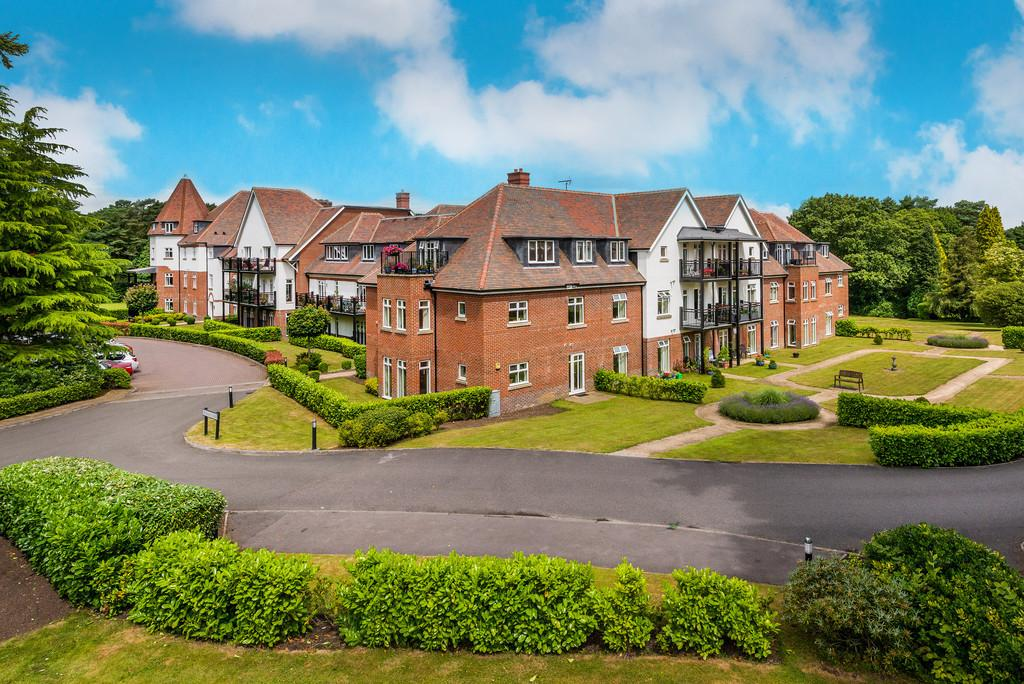 3 Bedrooms Flat for sale in Hindhead, Surrey