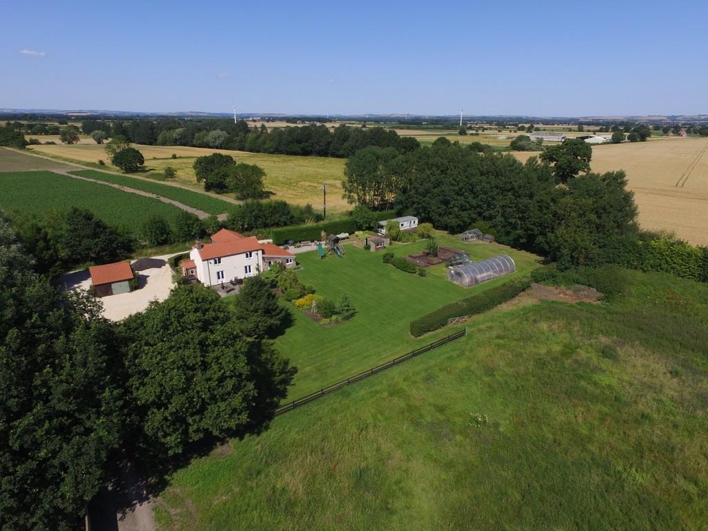 4 Bedrooms Detached House for sale in Bishopsoil, Eastrington