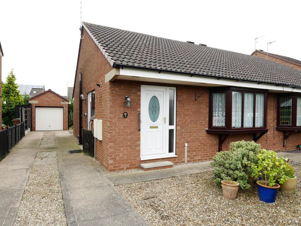 2 Bedrooms Semi Detached Bungalow for sale in Hailgate Close Howden