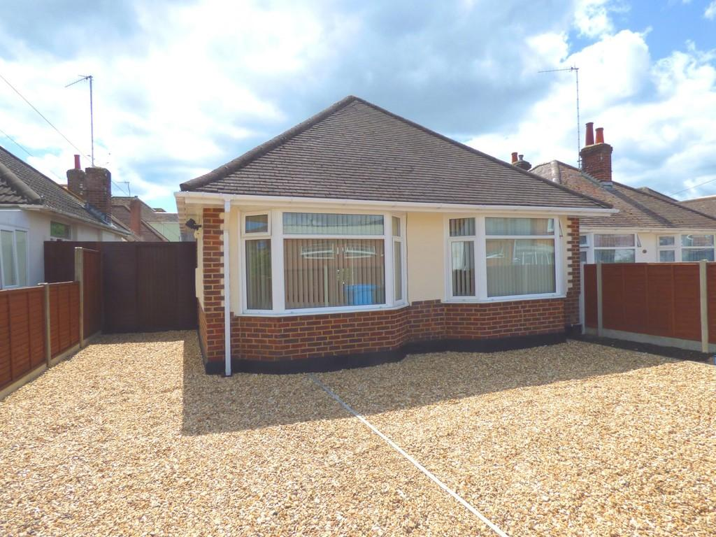 2 Bedrooms Detached Bungalow for sale in POOLE
