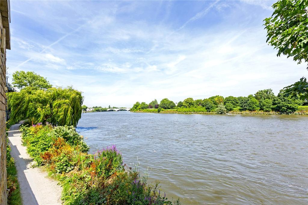 3 Bedrooms Flat for sale in Mortlake High Street, Mortlake, London, SW14