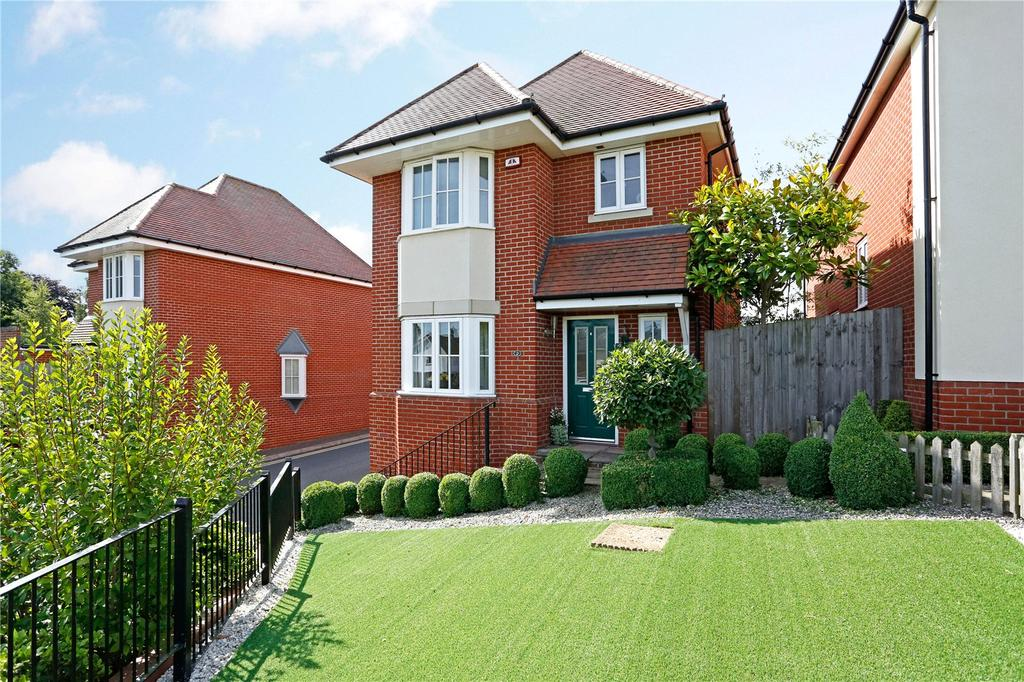 3 Bedrooms Detached House for sale in Greenland Gardens, Great Baddow, Chelmsford, CM2